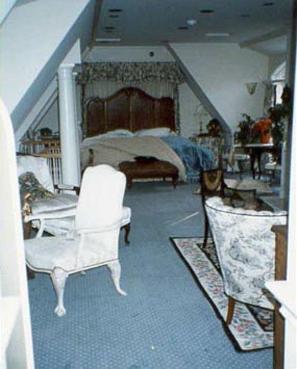 john-and-patsy-bedroom